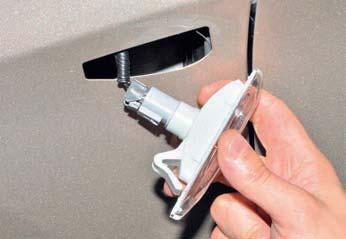 Снятие бокового указателя поворота в переднем крыле, замена лампы Хендай Солярис