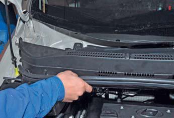 Снятие мотор-редуктора очистителя ветрового стекла Hyundai Solaris