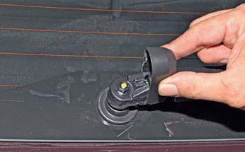 Снятие очистителя стекла двери багажного отделения Hyundai Solaris