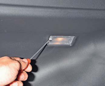 Снятие плафона освещения багажника, замена лампы Хендай Солярис