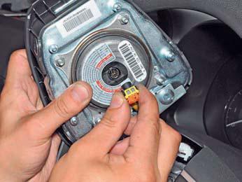 Снятие подушки безопасности водителя Hyundai Solaris