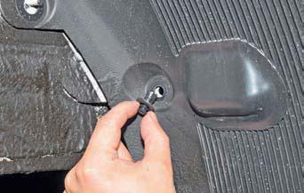 Снятие брызговиков и подкрылков задних колес Hyundai Solaris