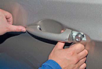 Снятие наружной ручки передней двери и цилиндрового механизма замка Hyundai Solaris