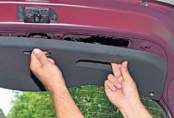 Снятие обивки двери багажного отделения Hyundai Solaris