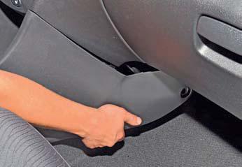 Снятие облицовки туннеля пола Hyundai Solaris