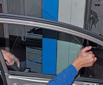 Снятие стекла передней двери Hyundai Solaris