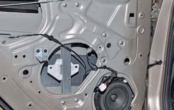 Снятие стеклоподъемника задней двери Hyundai Solaris