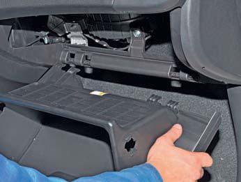 Снятие вещевого ящика Hyundai Solaris