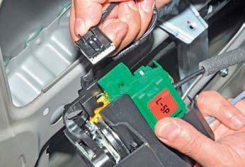 Снятие замка передней двери Hyundai Solaris
