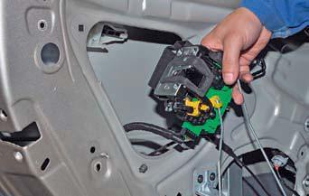 Снятие замка задней двери Hyundai Solaris