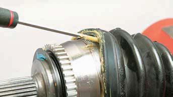 Снятие наружного шарнира привода колеса, замена грязезащитного чехла Хендай Солярис