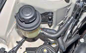 Снятие бачка гидроусилителя рулевого управления Хендай Солярис