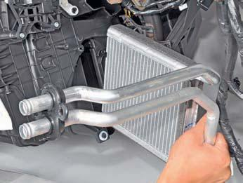 Снятие радиатора отопителя и датчика температуры воздуха поступающего в салон Hyundai Solaris