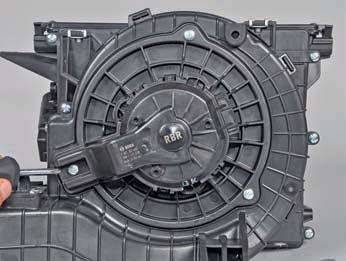 Снятие вентилятора отопителя Hyundai Solaris