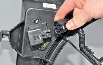 Снятие дополнительного резистора вентилятора Хендай Солярис