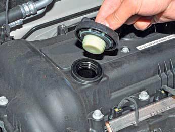 Проверка уровня масла в двигателе Хендай Солярис