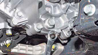 Замена масла в механической коробке передач Хендай Солярис