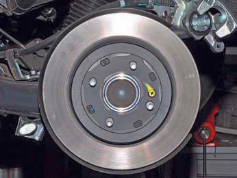 Снятие диска тормозного механизма заднего колеса Хендай Солярис