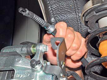 Снятие элементов стояночной тормозной системы Хендай Солярис