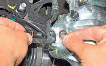 Замена шланга тормозного механизма переднего колеса Хендай Солярис