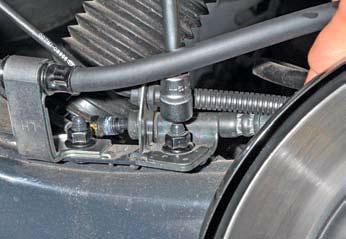 Замена шланга тормозного механизма заднего колеса Хендай Солярис